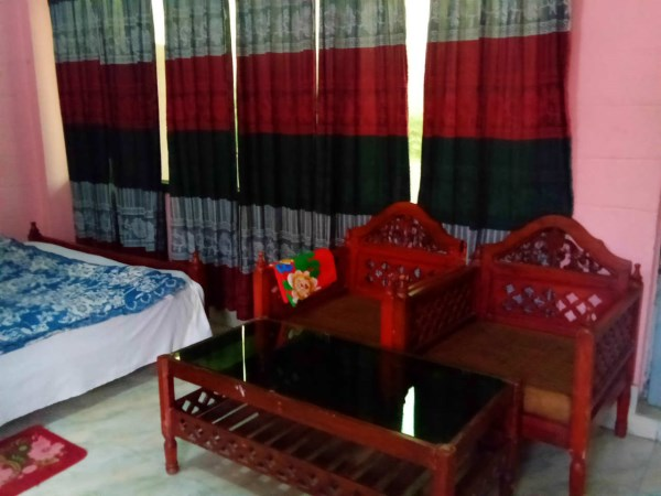 Jaintia-hill-couple-room (3)