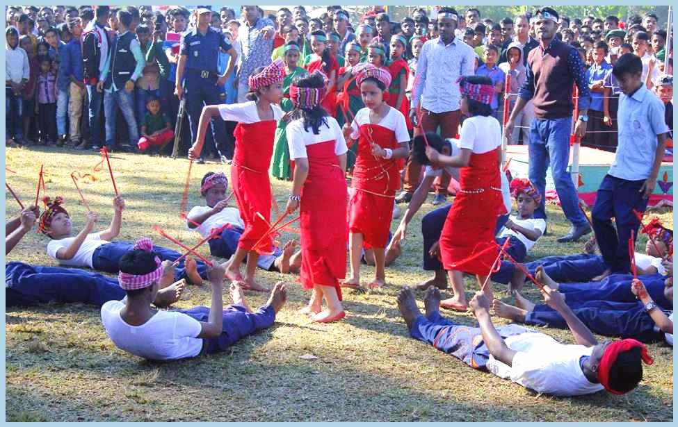 Khasiy-girls-and-boys-ar-dancing