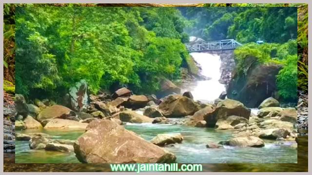 পানথুমাই-Pantumai-water-falls-with-stone